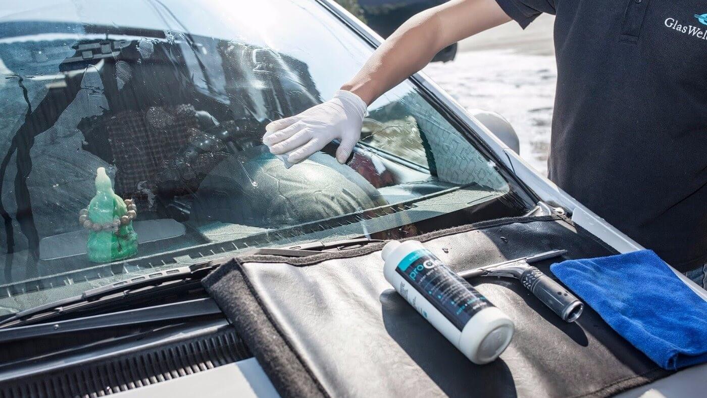 Hướng dẫn thêm nước rửa kính ô tô