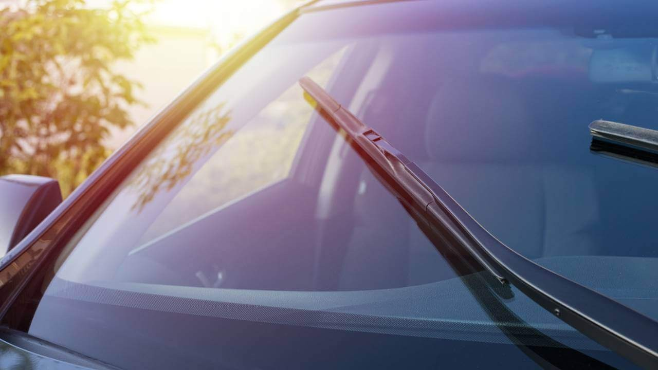 Nên sử dụng nước rửa kính ô tô loại nào là chất lượng nhất