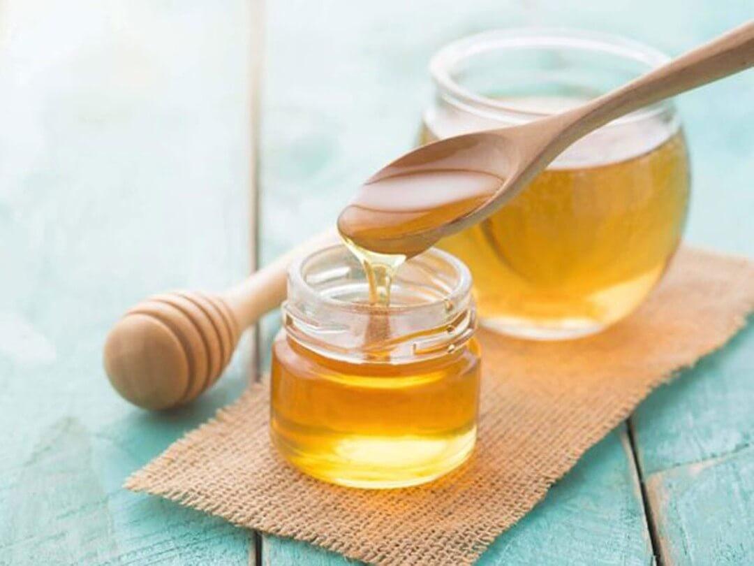 Khi bị ho nên uống mật ong