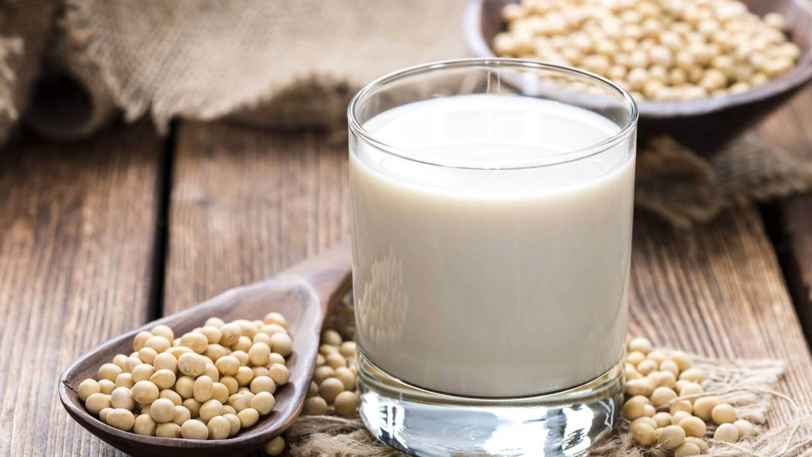 Uống sữa đậu nành thường xuyên có tốt không