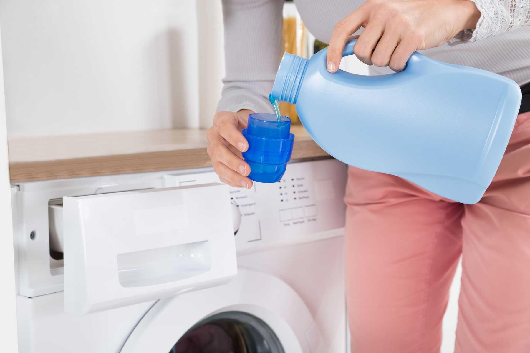 Cách dùng nước xả vải đúng cách, an toàn cho da và tiết kiệm thời gian