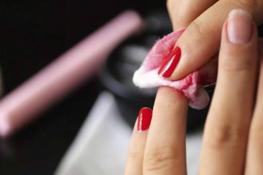 6 Cách tẩy sơn móng tay đơn giản, hiệu quả tại nhà