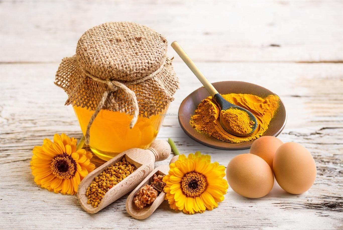 Hướng dẫn làm mặt nạ nghệ mật ong trứng gà