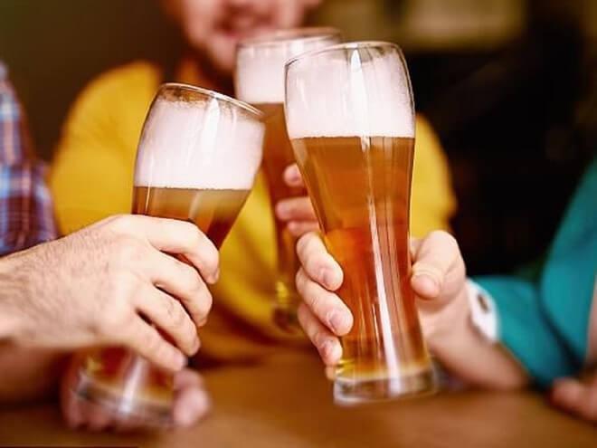 Uống bia có tác dụng gì cho sức khỏe? Mỗi ngày nên uống bao nhiêu?
