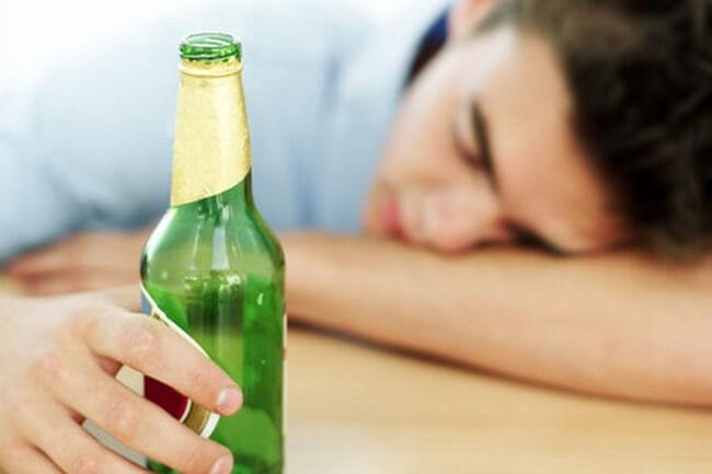 Uống bia nhiều có tác hại gì