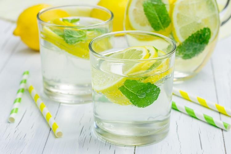 cách uống nước đúng cách mỗi ngày