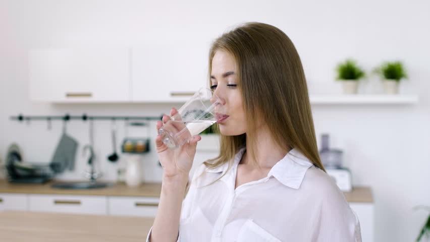 cách uống nước đúng cách