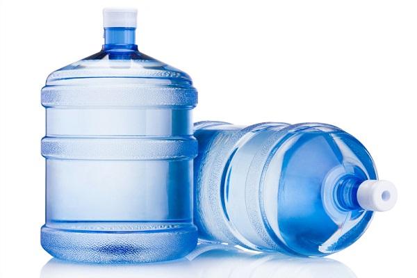 Nước đóng bình sử dụng trong sinh hoạt