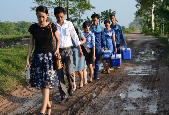 Karofi thực hiện đánh giá lại nguồn nước sau lọc tại xã Đông Lỗ