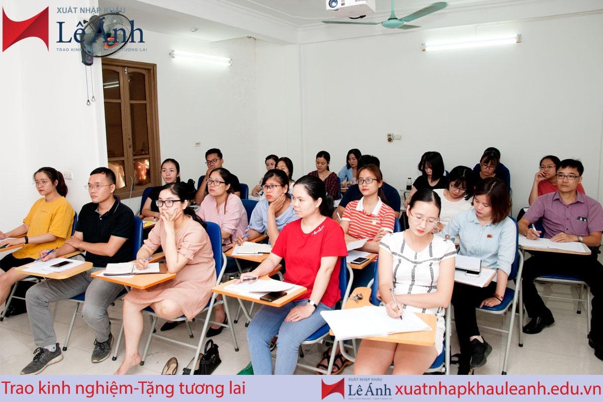 Lớp học xuất nhập khẩu Lê Ánh