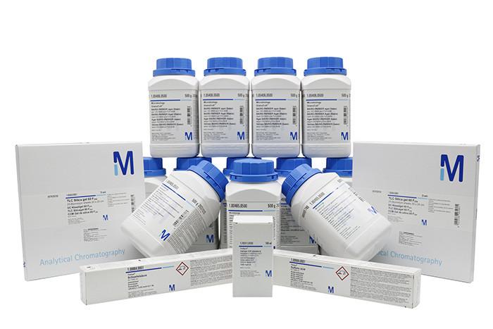 Hóa chất thí nghiệm Merck được đóng gói cận thận trước khi mang ra thị trường.