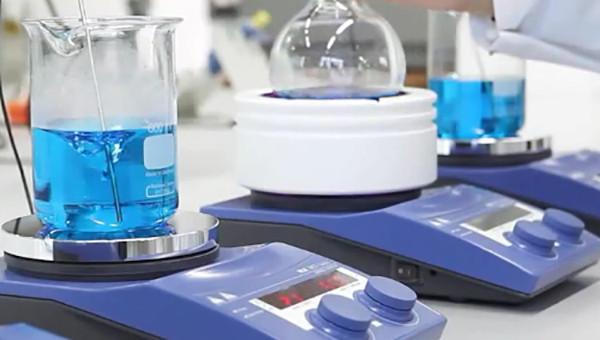 Máy khuấy từ gia nhiệt sử dụng trong phòng thí nghiệm