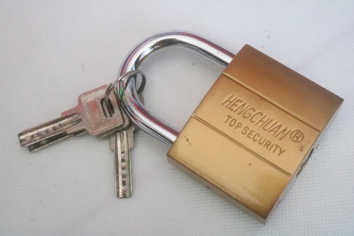 Mẹo tẩy keo 502 bám trên chìa khóa