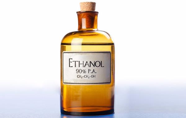 Cồn ethanol có mùi thơm dễ chịu và bay hơi nhanh