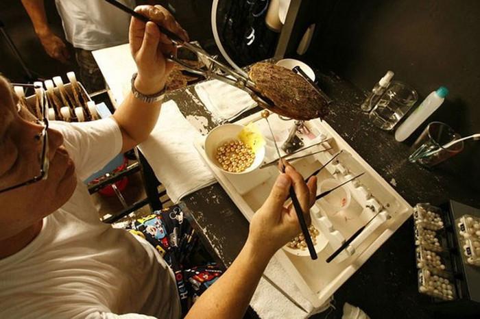 Các bước sử dụng dung môi tách vàng từ rác thải điện tử khá phức tạp