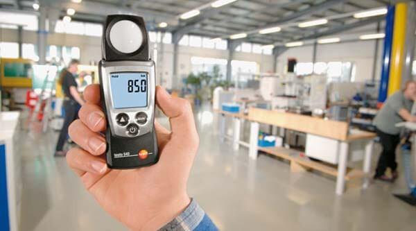 Cách sử dụng máy đo cường độ ánh sáng đúng kỹ thuật