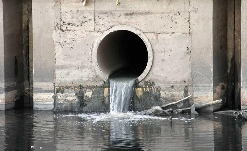Ô nhiễm môi trường nước do nước thải sinh hoạt hàng ngày của con người thải ra môi trường