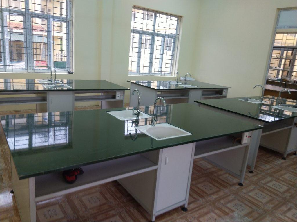 Hình ảnh bàn thí nghiệm dùng trong phòng thí nghiệm