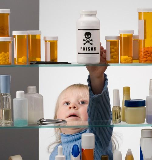 Khi trẻ uống nhầm nước tẩy trắng javel thì phải xử lý thế nào??