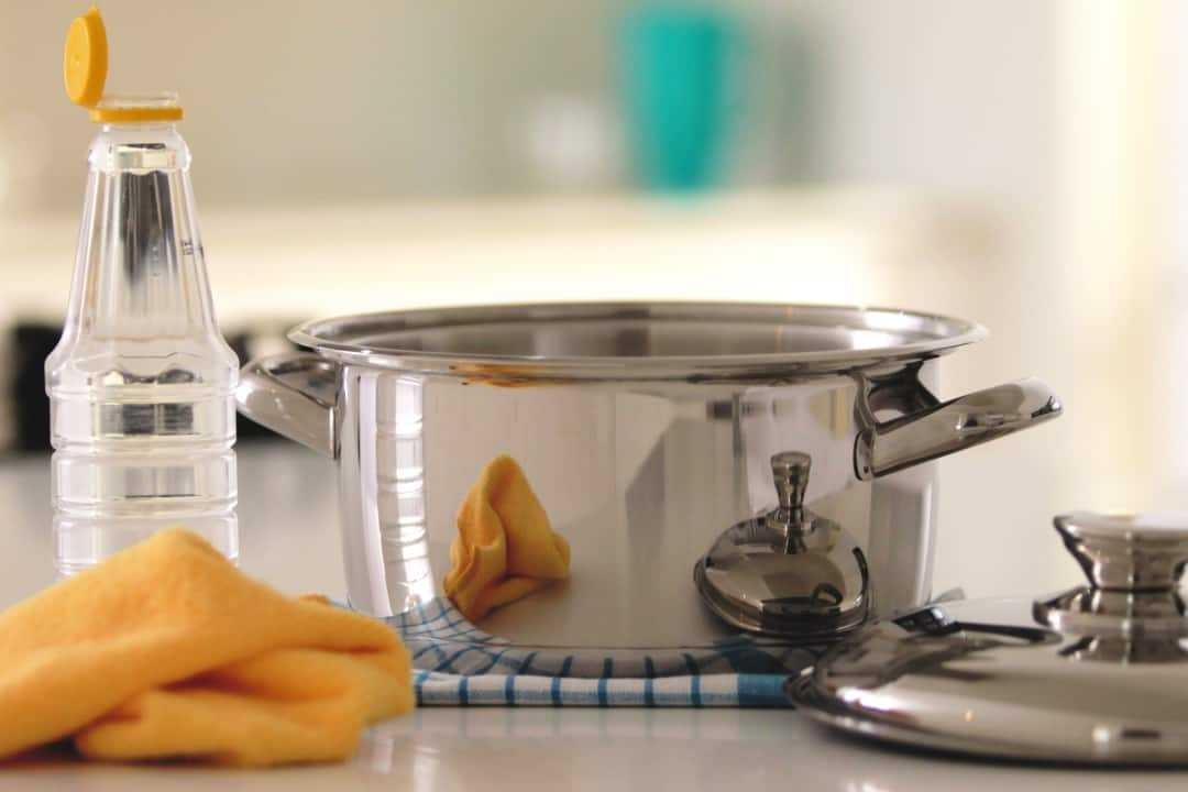 Sử dụng giấm ăn để làm sạch và đánh bóng inox