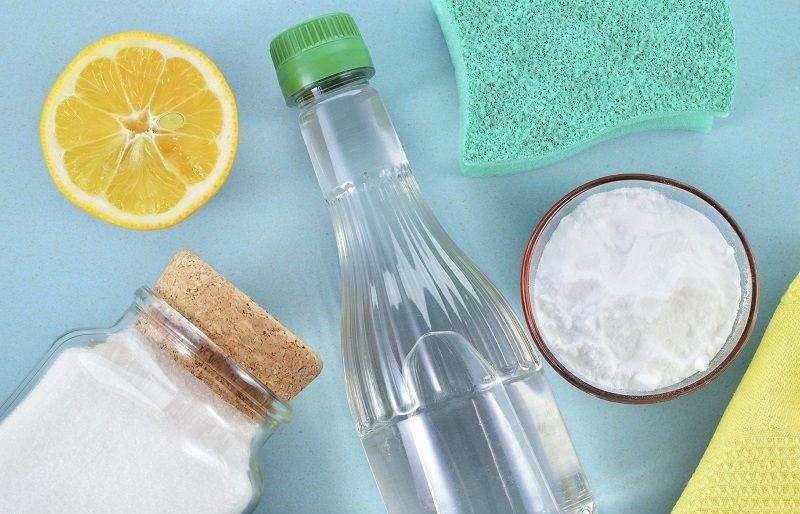 Dùng baking soda, giấm hoặc nước cốt chanh