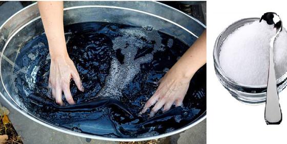 Ngâm quần áo với nước phèn giúp giữ màu lâu hơn