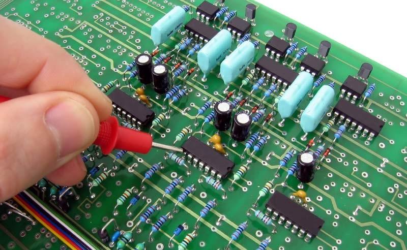 Tại sao nên sử dụng bình xịt làm sạch mạch điện tử?