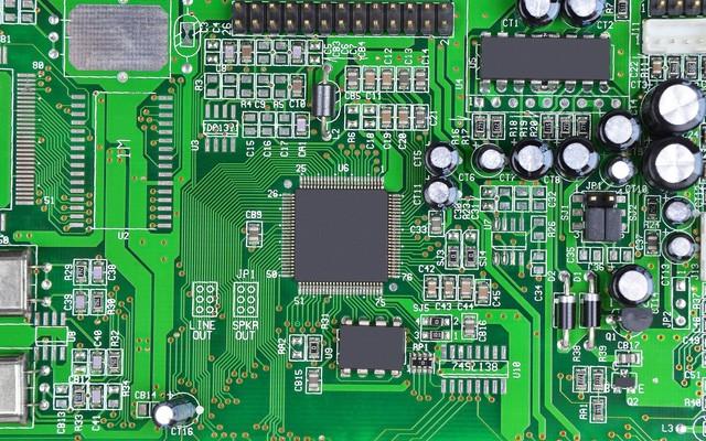 Bo mạch điện tử bao gồm các linh kiện điện tử riêng lẻ