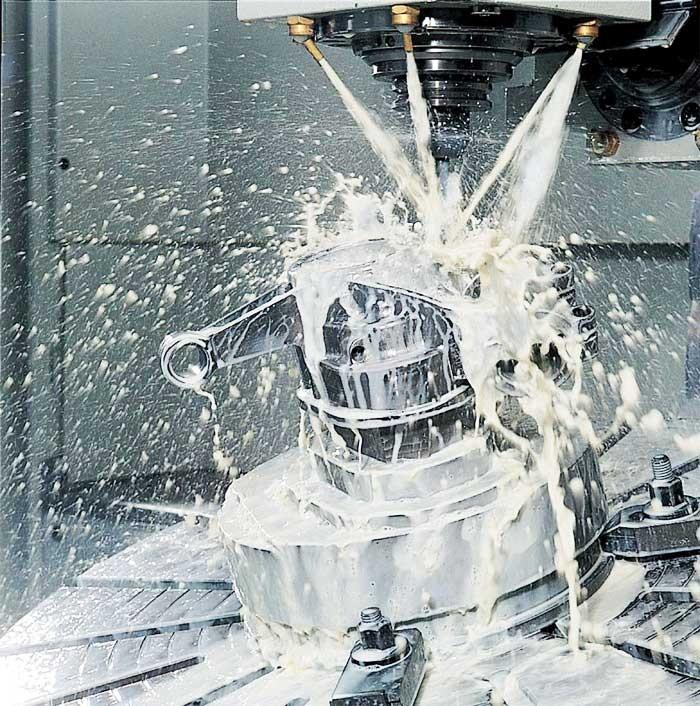 Sử dụng dầu làm mát máy pha nước trong gia công cơ khí