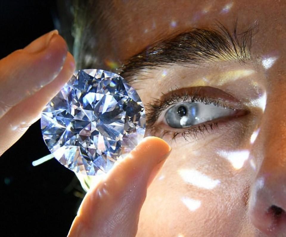 Kim cương có tính chất vật lý hoàn hảo