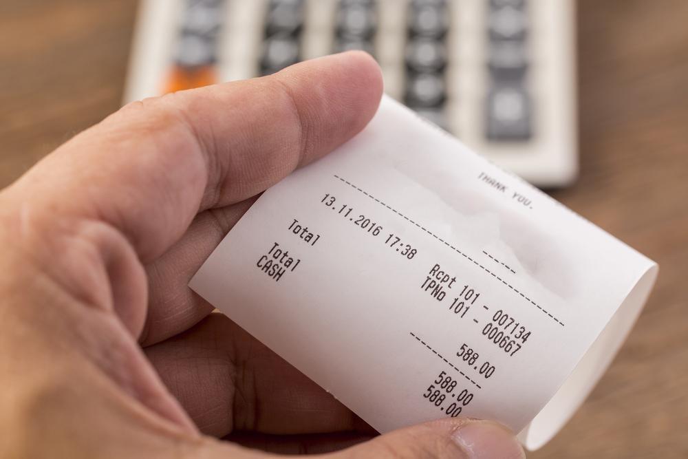 Hóa đơn thanh toán được in bằng máy in nhiệt