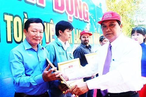 Khen thưởng an toàn vệ sinh lao động