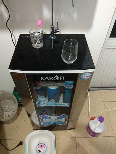 Máy lọc nước karofi ksi80 lắp cho khách