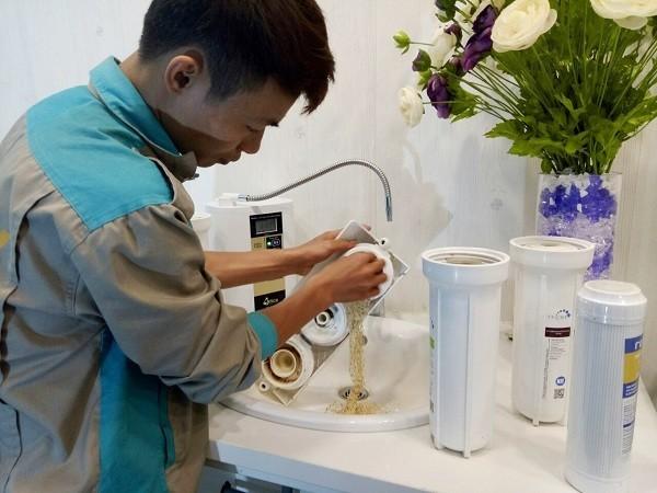Thay lõi lọc nước máy lọc nước karofi e9ro