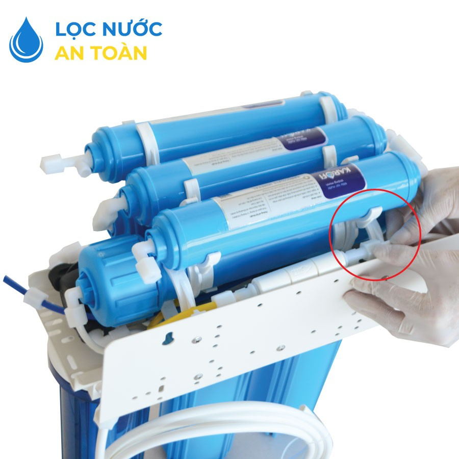 Nối đường ống nước thải của máy lọc nước