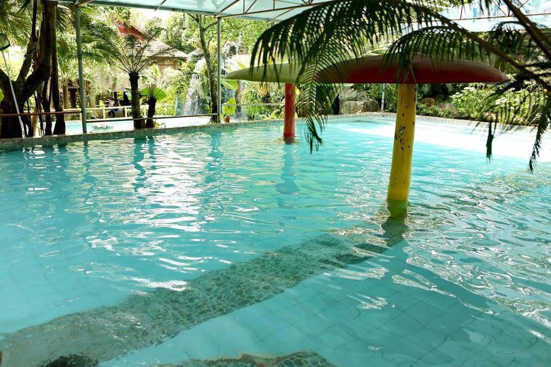 Bể bơi 4