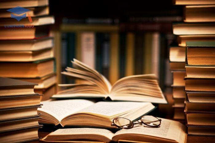 Tài liệu tham khảo có vai trò mở rộng góc nhìn của người viết về vấn đề.