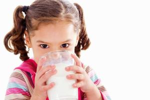 Sữa nào tốt cho bé từ 1-3 tuổi