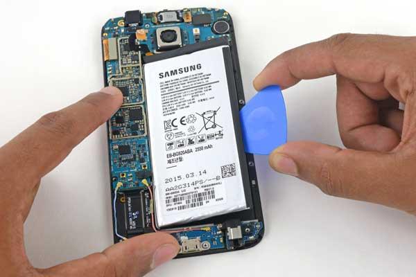 Thay pin Samsung A5 2016 3
