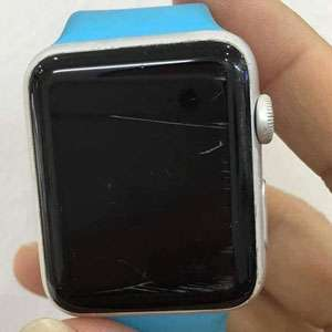 danh-bong-man-hinh-apple-watch-1