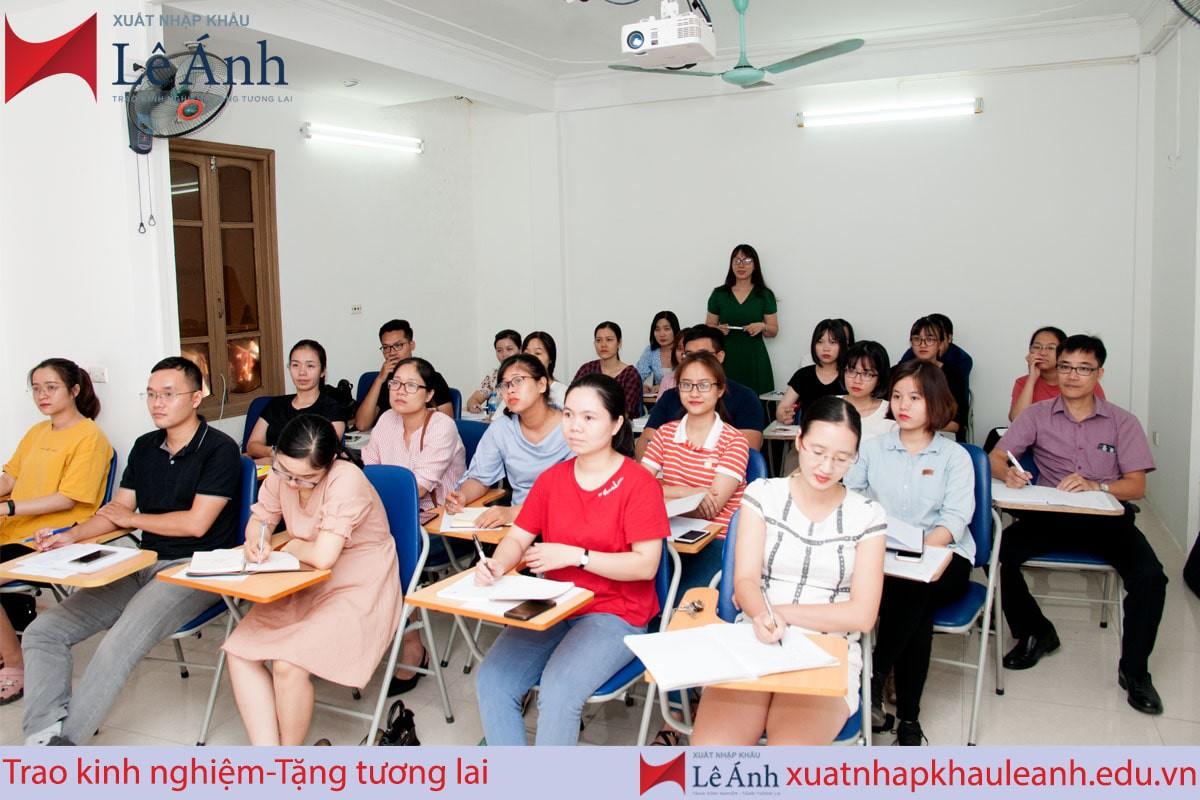 khóa học xuất nhập khẩu Lê Ánh