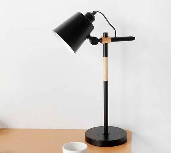 Đèn để bàn văn phòng chống chóa
