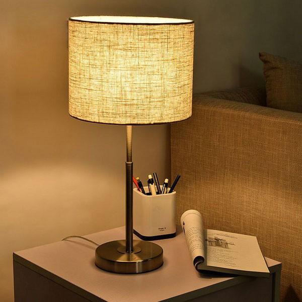 Đèn bàn LED hiện đại trang trí phòng ngủ
