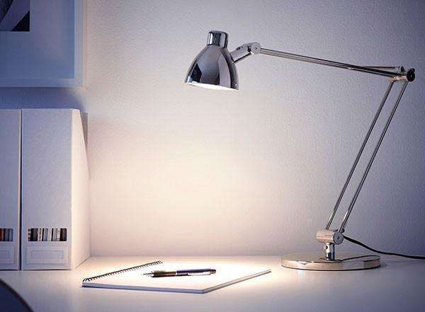 Đèn để bàn làm việc văn phòng