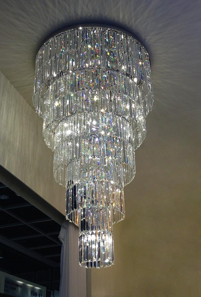 Đèn pha lê thả nhiều tầng trang trí phòng khách