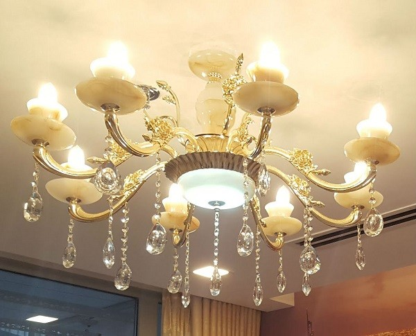 Đèn chùmđơn giản cổ điển phòng khách, độc đáo và ấn tượng- Đèn chùm đồng