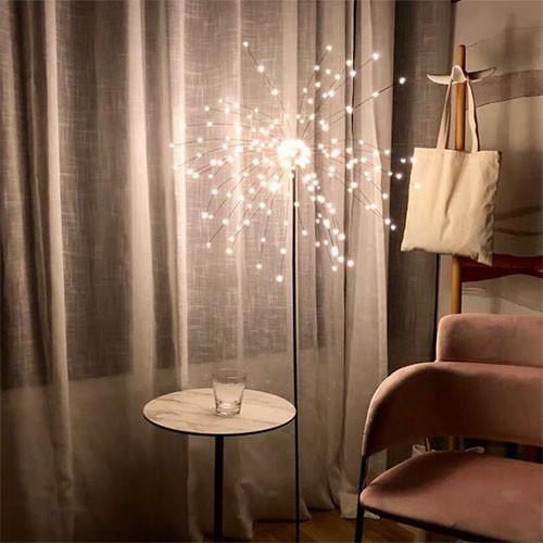 Sử dụng đèn ngủ đứng ngoài phòng khách