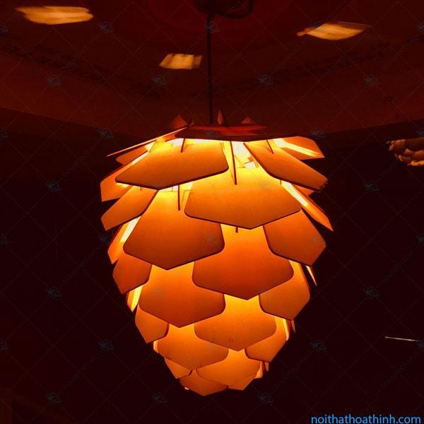 Đèn gỗ thả trần quả thông cánh tròn giá rẻ - Đèn gỗ thả trần
