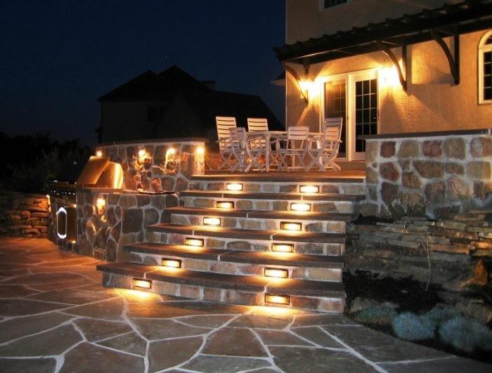 đèn led năng lương mặt trời trang trí cầu thang