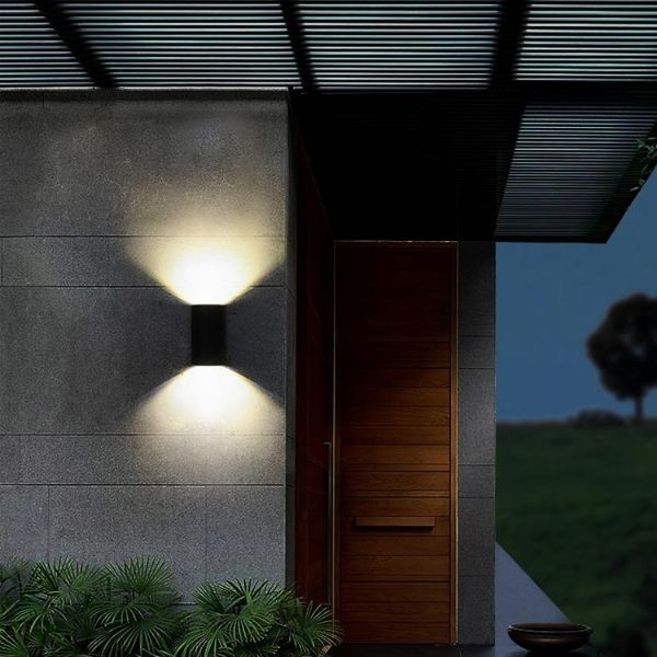 đèn ốp tường mặt tiền nhà